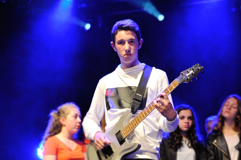 Jeune guitariste près de Vesoul